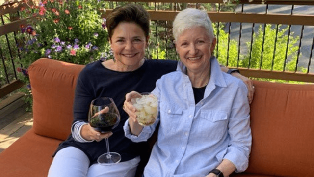 Donor-advised fundholders, Patti Klinge and Connie McArthur sit together on a couch with drinks